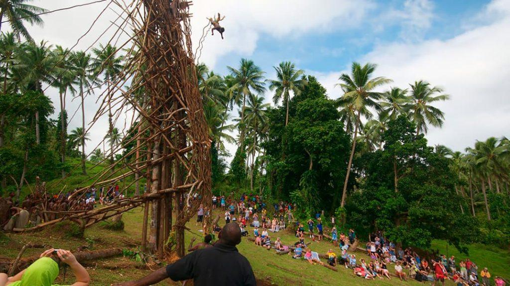 Земляной дайвинг в Меланезии, прыжки в землю, традиции народов мира