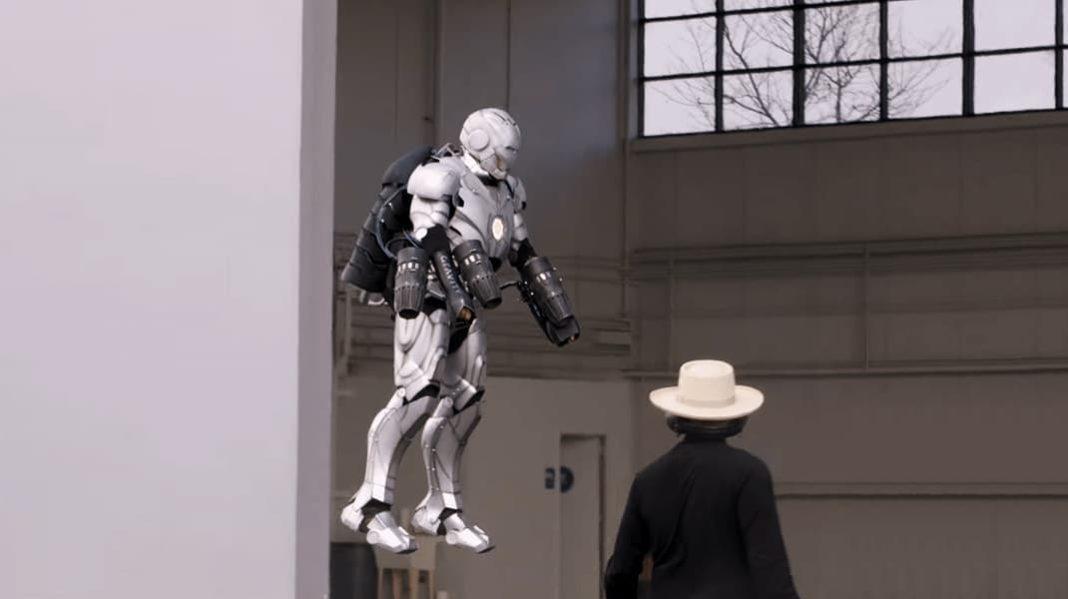 «Разрушитель легенд» создал летающий костюм Железного человека