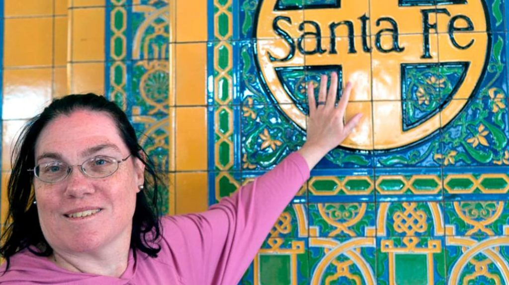 Кэрол Санта-Фе объектофилия, женщина вышла замуж за вокзал