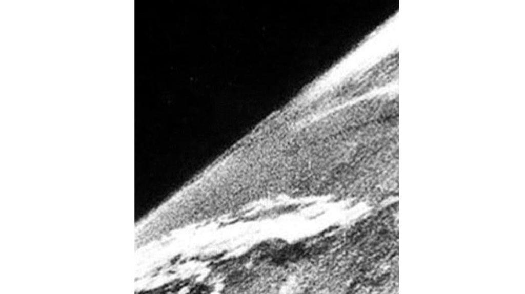 Первое фото из космоса
