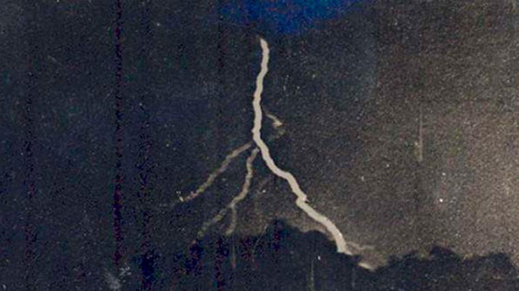 Уильям Дженнингс, молния