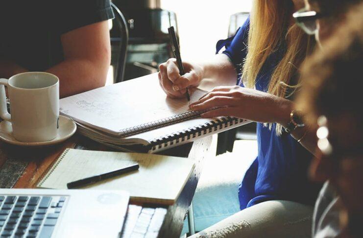 Что отвлекает в офисе: 5 распространенных факторов
