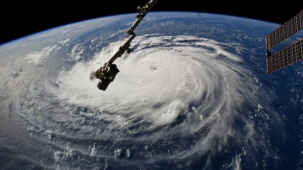 Теория плоской Земли, сила Кореолиса, циклон, циклоны на полушариях