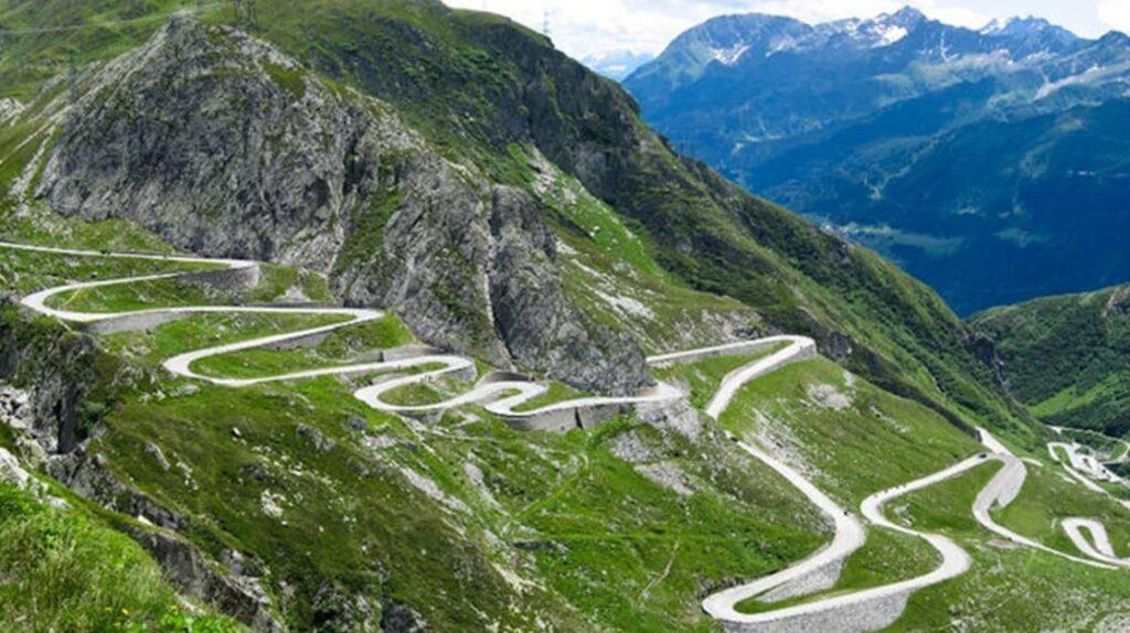 Перевал Стельвио, Италия, Альпы, Альпийские горы. опасные дороги, экстрим, лайфхаб, куда поехать, путешествия, lifehub, travel, road