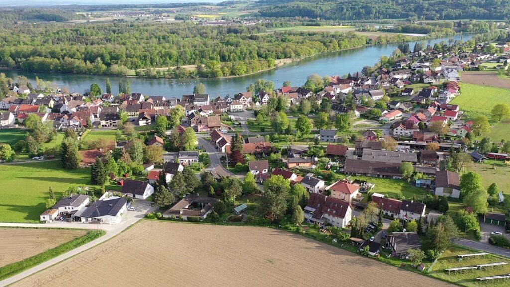 Бюзинген-ам-Хохрайн, Германия, Швейцария, странные города, лайфхаб, куда поехать, путешествия, lifehub, Büsingen am Hochrhein