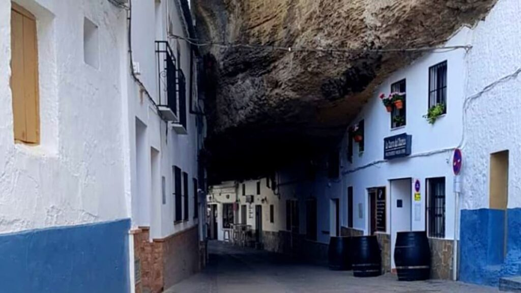 Сетениль-де-лас-Бодегас, Испания, странные города, куда поехать, лайфхаб, lifehub, город в скале, travel