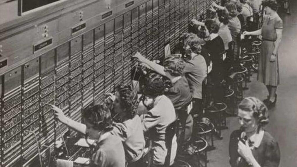 Телефонистки, профессия телефонистка, старая женская профессия, лайфхаб, lifehub, чем занимались телефонистки, женские профессии